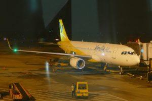 ベトナム・ホーチミンのタンソンニャット国際空港に駐機するバニラエア