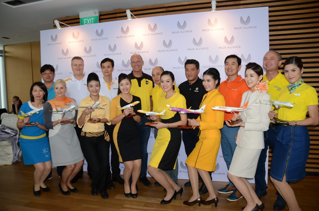 2016年5月に設立された「バリューアライアンス」加盟航空会社のCEO及び客室乗務員