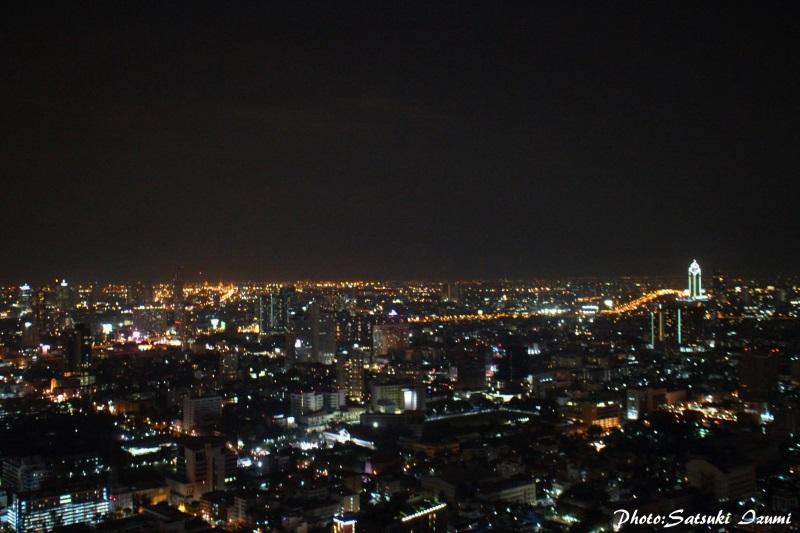 360度に広がる夜景と共にバンコクの夜を存分に楽しめる
