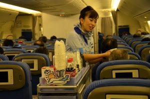 機内でのサービス光景
