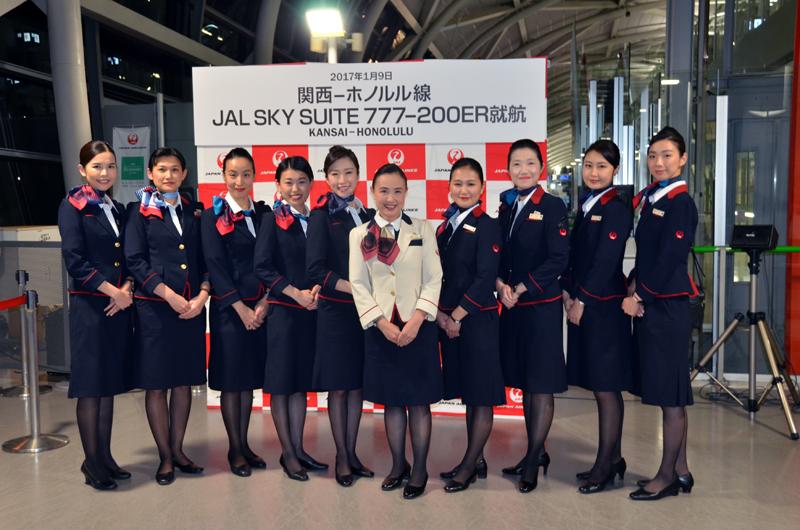 初便に乗務する客室乗務員(関西空港にて)