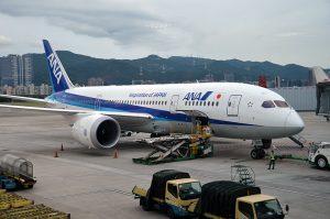 台北・松山空港出発前のボーイング787型機