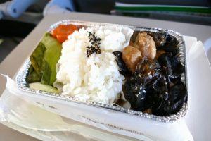 「鶏肉とキクラゲの中華炒め」(800円・国際線限定)