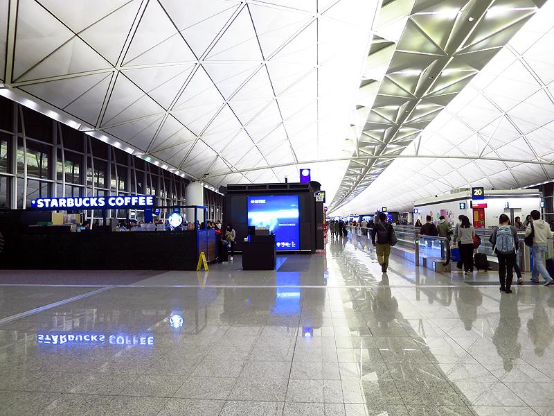 駅でチェックインを済ませておけば、空港駅到着後にそのまま保安検査場・出国審査場に直行できる
