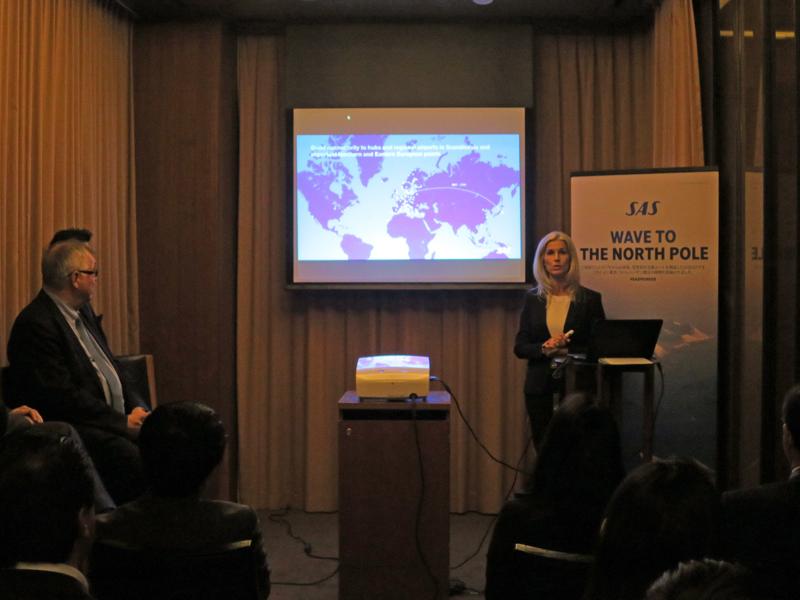 メディア関係者にプレゼンテーションをするSASのアンネリー・ナッセン副社長(グローバルセールス&レベニューマネジメント)