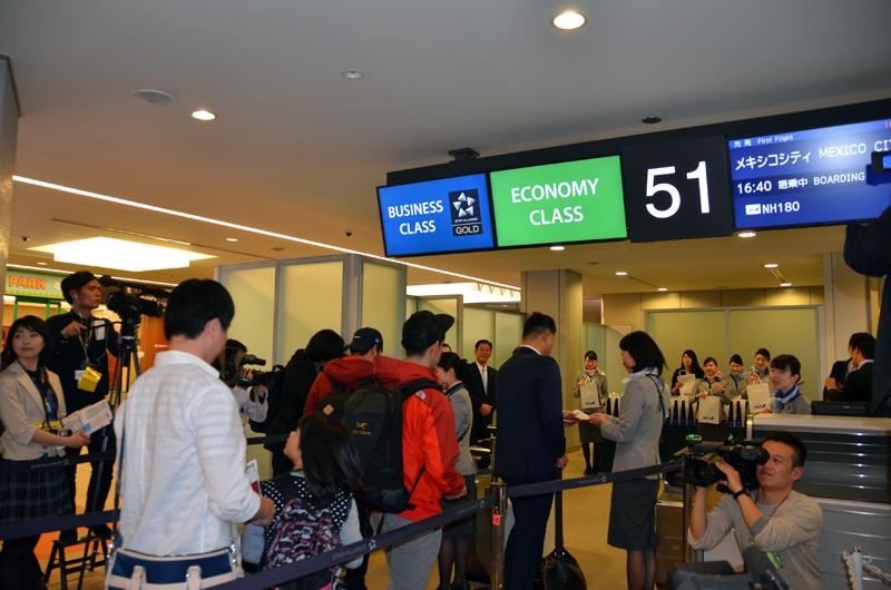 ANAの成田~メキシコシティ線初便の搭乗風景