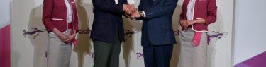 LCCピーチ・アビエーションを子会社化することを発表したANAホールディングス株式会社代表取締役社長の片野坂真哉(かたのざか・しんや)氏(写真右)とピーチ・アビエーション代表取締役CEOの井上慎一(いのうえ・しんいち)氏(写真左)