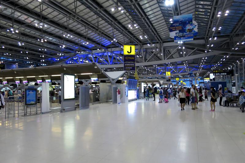 バンコク・スワンナプーム空港出発ロビー
