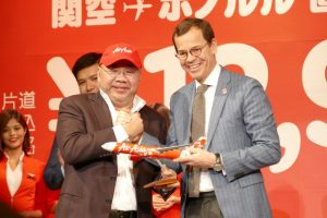 写真左:エアアジアXグループCEO ダトック・カマルディン・マラノン氏 写真右:関西エアポート株式会社CO-CEO エマヌエル・ムノント氏