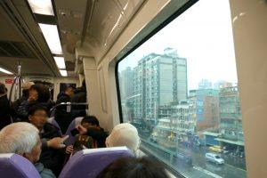 台北市内を北西に進むMRT桃園線