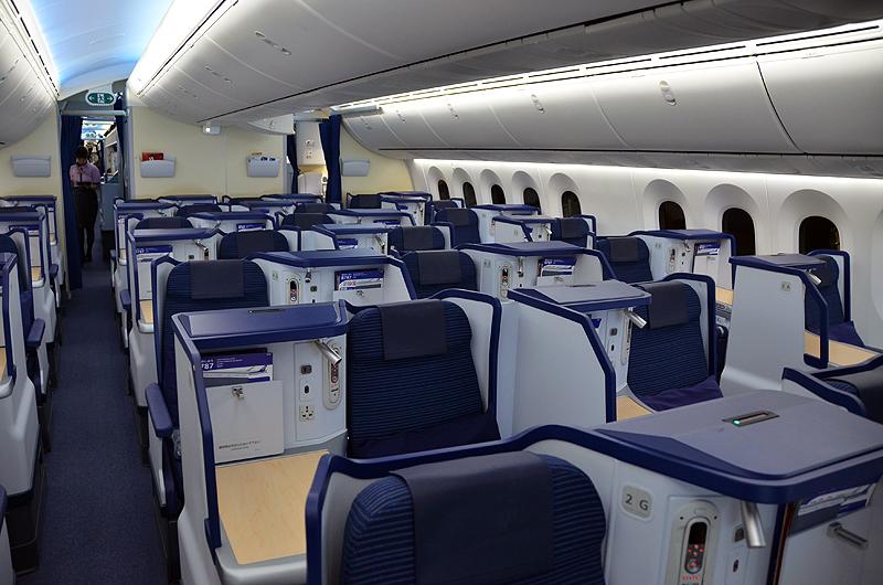 羽田~ホノルル線は2016年10月末よりボーイング787-9で運航。ビジネスクラスは「スタッガードシート」。