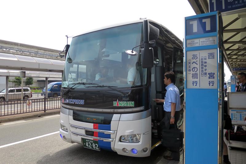 伊丹空港南ターミナルの西宮行き(甲子園)は11番乗り場から発車。大阪空港交通と阪神バスの共同運行