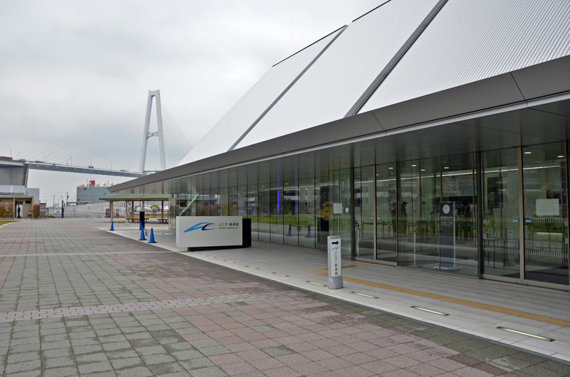 JR東海「リニア・鉄道館」もバス停から至近距離にあり、レゴランドと共に訪れることができる