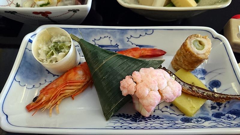 小鯛笹巻き寿司、 公魚甘露煮、 豚肉アスパラガス巻き、 紅あずま芋ようかん