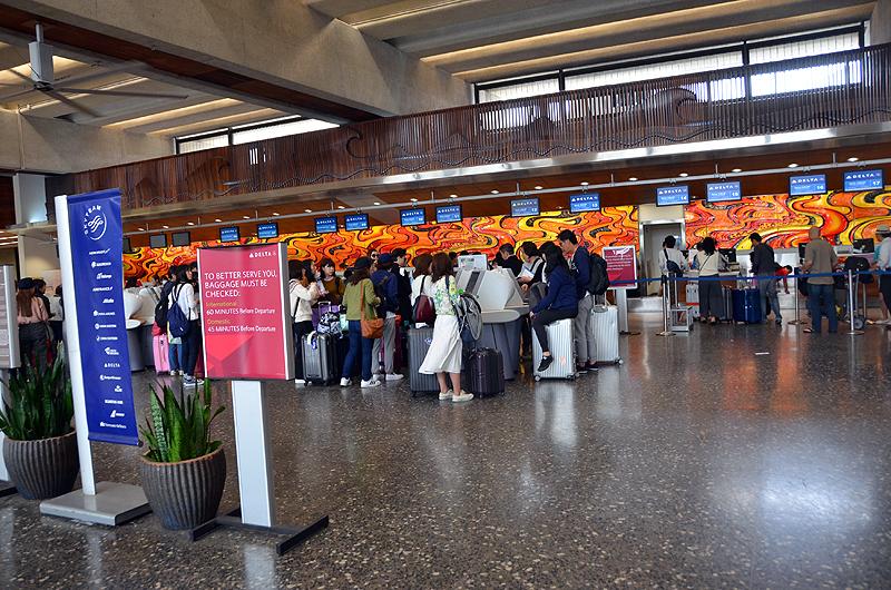 ホノルル空港のデルタ航空チェックインカウンター