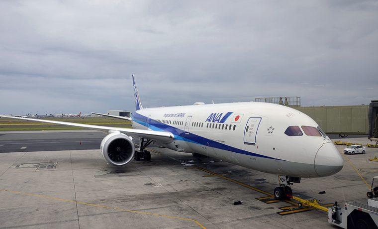 ホノルル空港に駐機するボーイング787-9型機