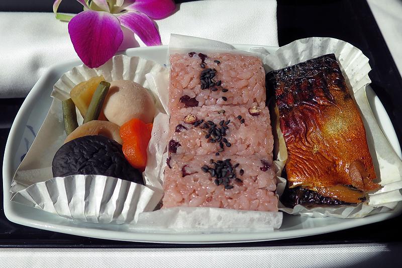 主菜(鯖照り焼き、野菜煮、小豆御飯)