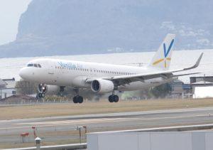 函館空港に着陸するバニラエア機