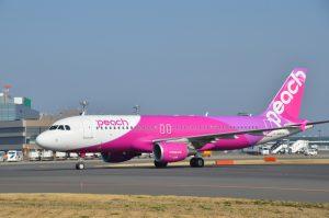 仙台空港を9月から拠点化することになったピーチ(エアバスA320型機)