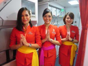 インドネシア・エアアジアXの客室乗務員(撮影:鳥海高太朗)