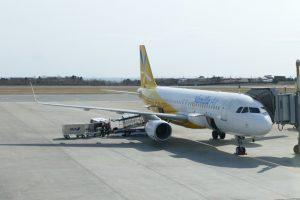函館空港に駐機するバニラエアの機体