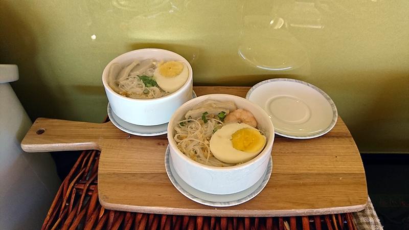 細麺のヌードル