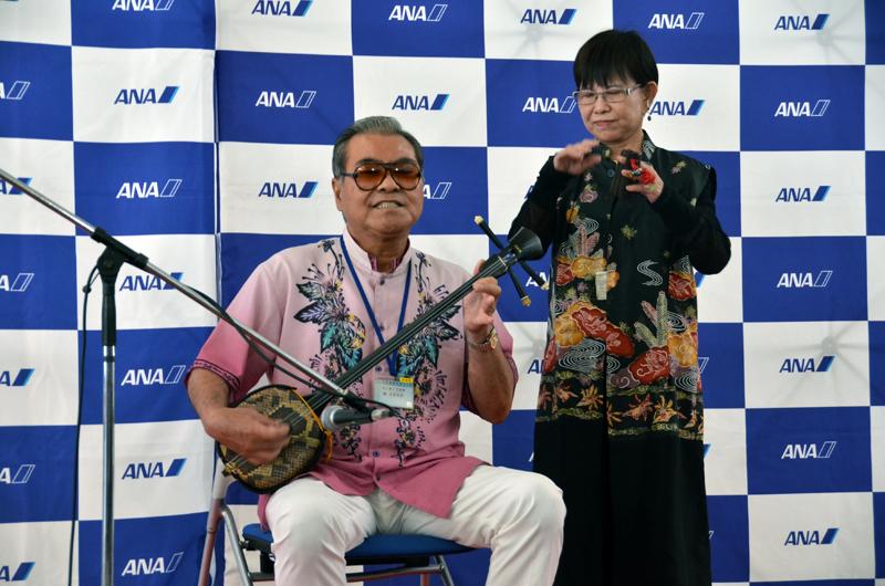 美ら海沖縄大使による三線の演奏