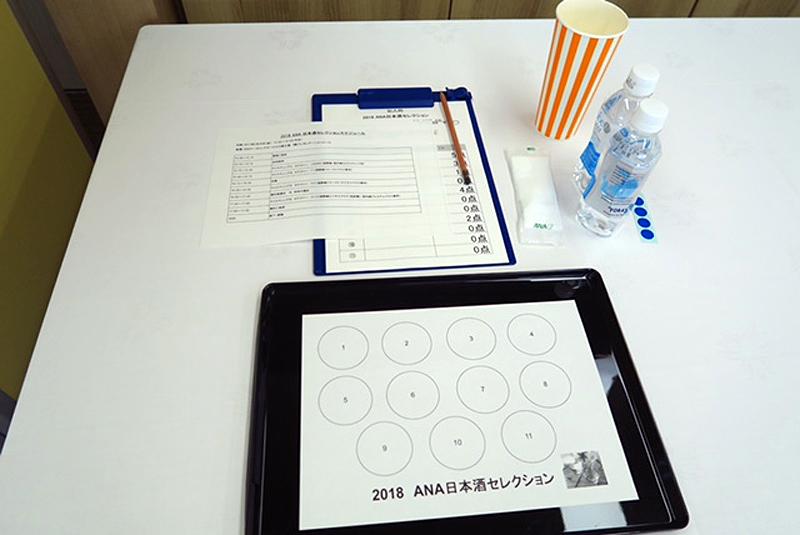 番号別に試飲した日本酒を審査シートに記入していく