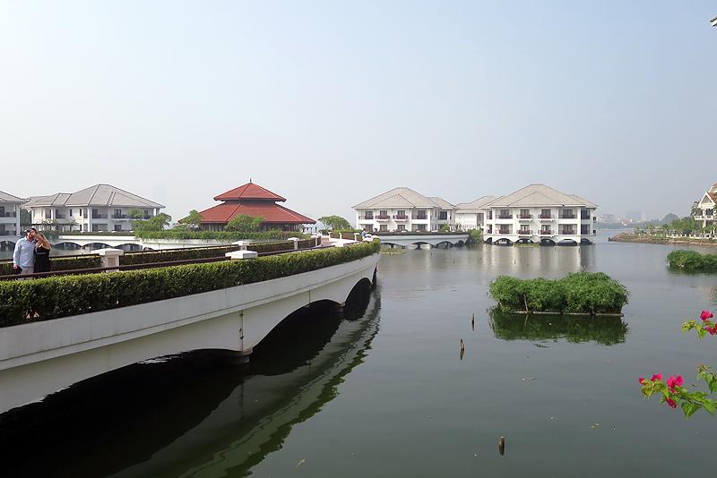 外資系の高級ホテルも数多くあり、湖沿いのホテルは人気がある。