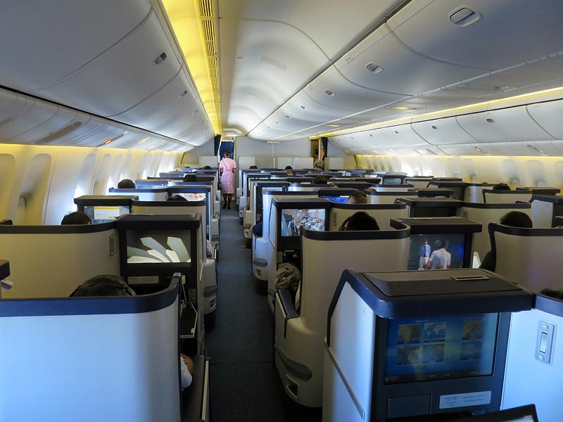ボーイング777-300ER型機のビジネスクラス機内
