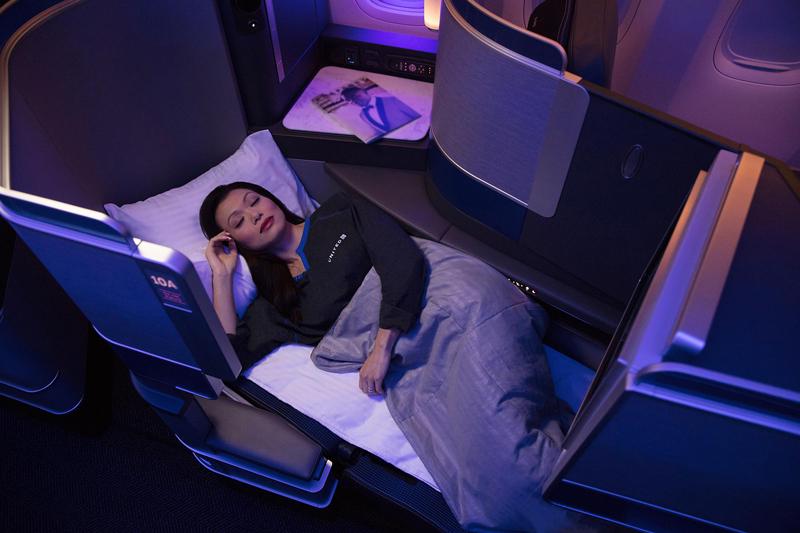 フルフラットのベッド状態(写真提供:ユナイテッド航空)
