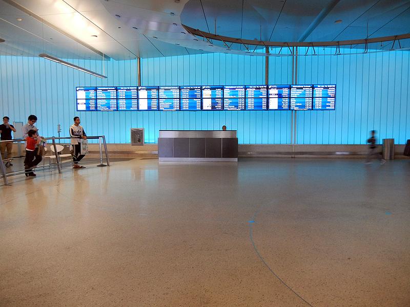 ロサンゼルス空港到着ロビー
