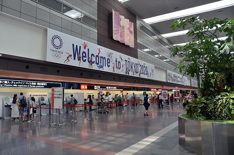 羽田空港JAL国内線チェックインカウンター