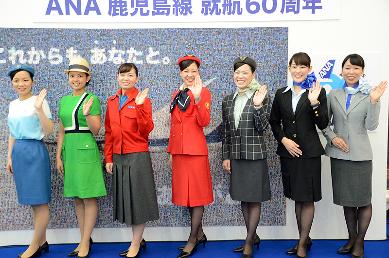 歴代のグランドスタッフ制服のファッションショーが行われた