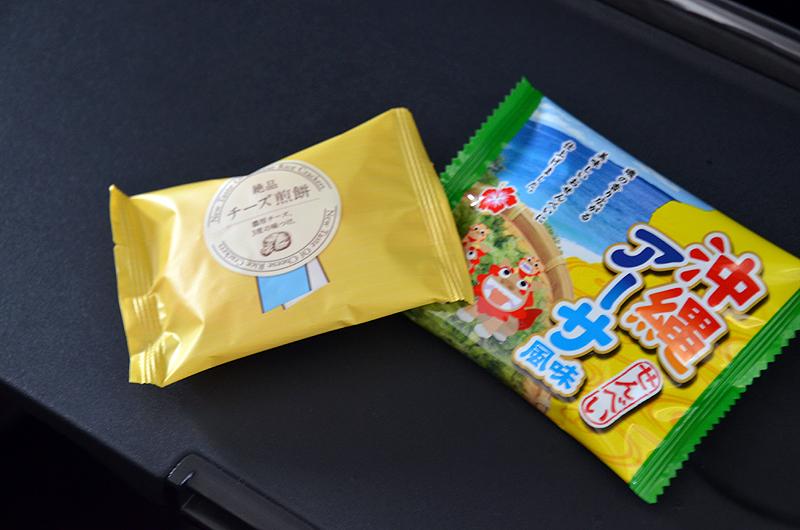 初便限定のアーサー風味の沖縄せんべいとチーズせんべい