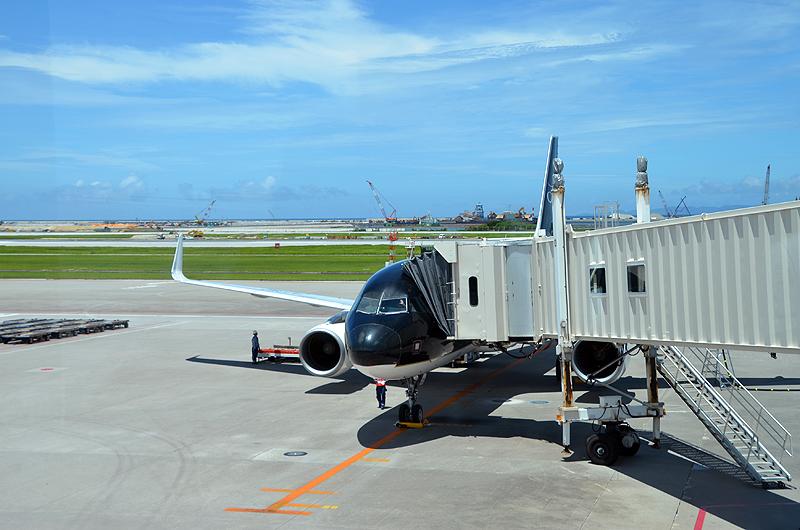 那覇空港に到着したスターフライヤー機(エアバスA320型機)