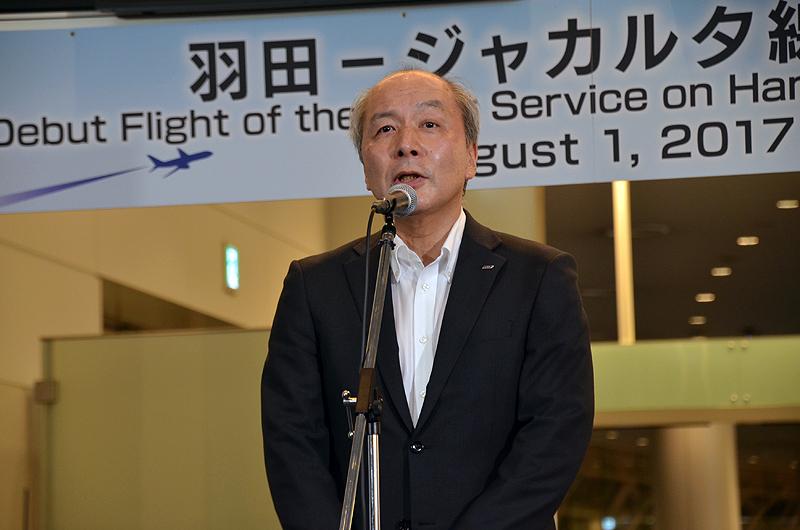 挨拶するANAの清水信三取締役常務執行役員