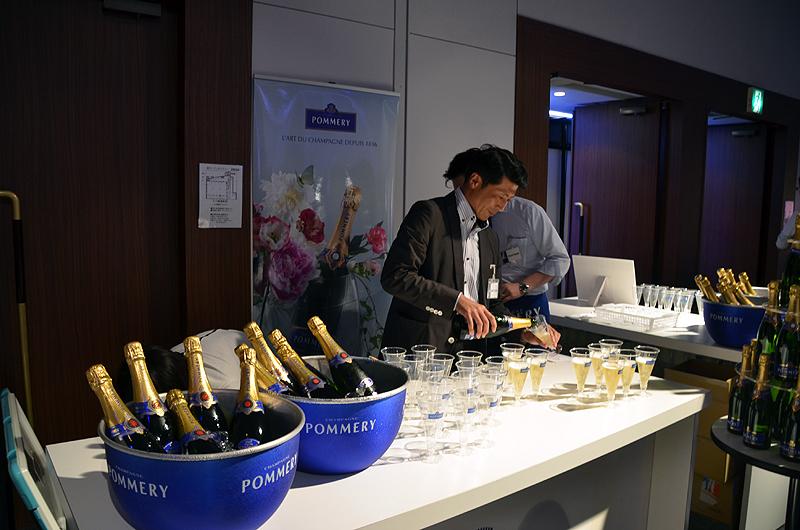 ポメリーのシャンパンも会場でイベント参加者に振る舞われた