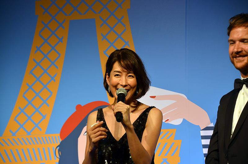 当選番号を発表する内田さん