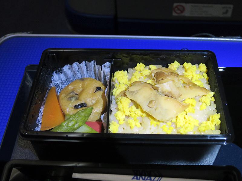 ご飯と煮物が詰め込まれている「弐ノ重」