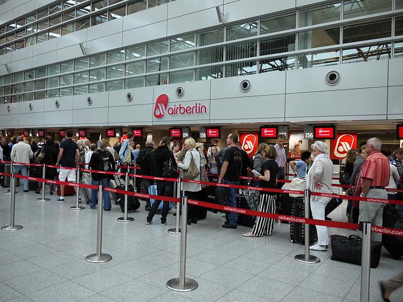 デュッセルドルフ空港のエアベルリンチェックインカウンター(写真は全て2011年8月撮影)