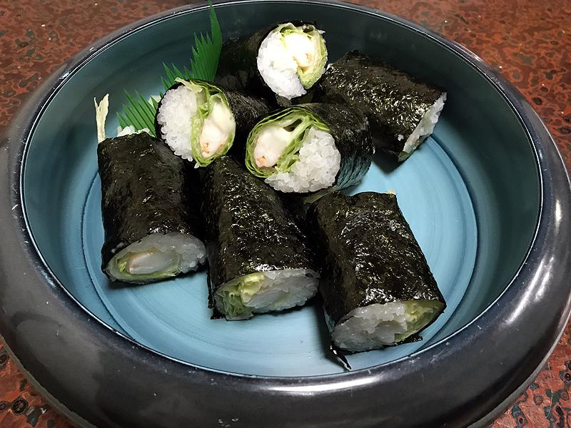 宮崎市内の寿司処一平で食べられる名物のレタス巻き