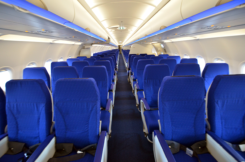 普通席は3-3の座席配列で186席の設定となっている