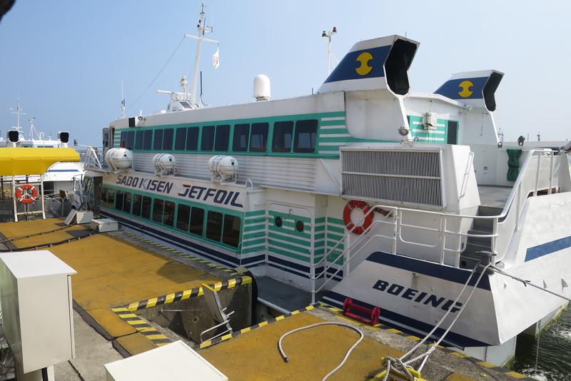 佐渡へも新潟港からジェットフォイルで同日移動が往復共に可能
