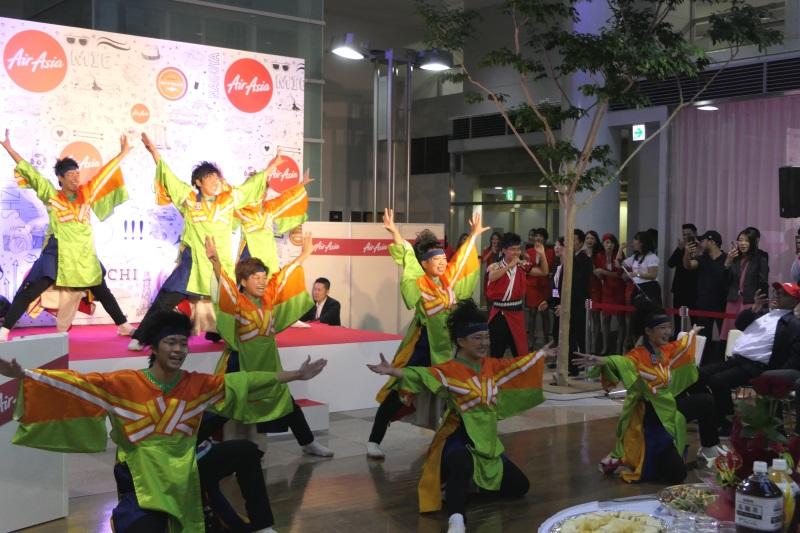 名古屋学生チーム「鯱」による踊り