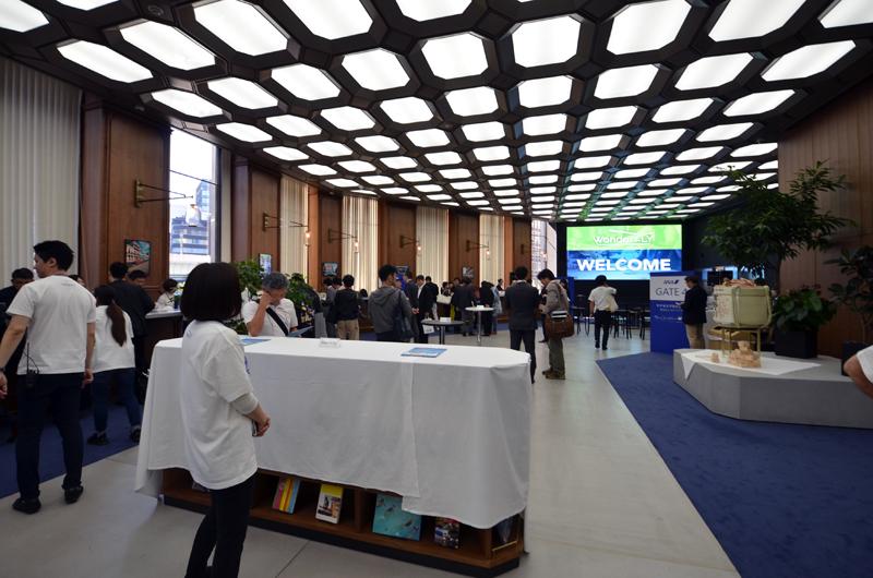 東京・日本橋にあるスルガ銀行ANA支店で「WonderFLY」1周年イベントが行われた