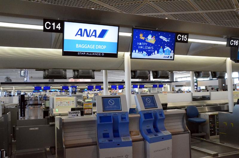 成田空港国際線チェックインカウンター