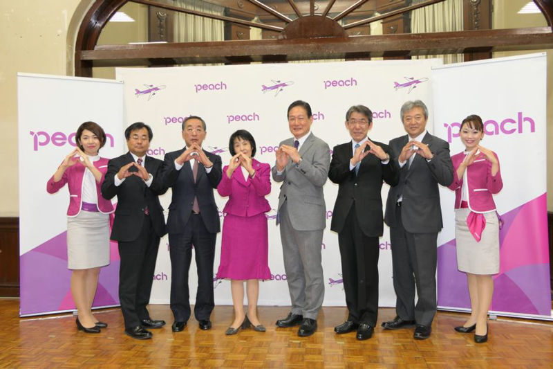 ピーチは北海道庁で2018年8月1日から関西~釧路線の就航を発表した(写真はピーチプレスリリースより)