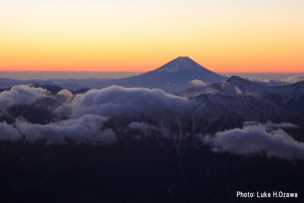 ご来光直前の富士山