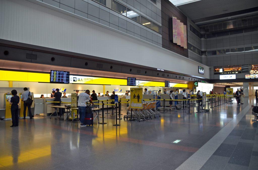 羽田空港第1ターミナルのスカイマーク、チェックインカウンター
